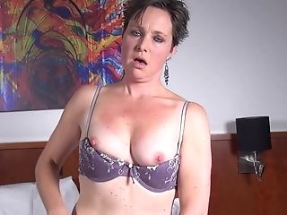 Witness Solo Matures Dark Haired As She Gets Naked And Masturbates