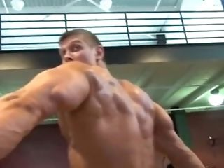 Dude Flexing And Bouncing His Pecs