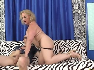 Chubby Matures Summer Shows A Skinny Fellow Her Weenie Railing Abilities