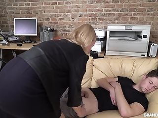 Senior Accountant Fucks Uber-sexy Sleeping It Man Right In The Office