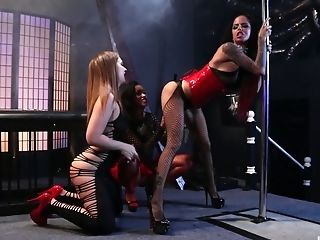 Bitches Look Amazing When Sharing The Strapon Plaything