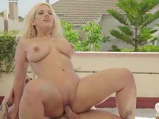 Flowing To Rapture - Sexy Vixen Blondie Fesser