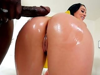 Bootyful Hoochie Kristina Rose Gets Her Bulls Eye Oiled Up And Banged