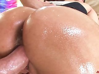 Astonishing Latina Bosomy Sexpot Isis Love Gets Her Oiled Cunt Fucked