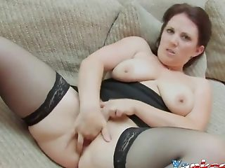 Sexy Chubby Wifey Frigs Her Vulva On Webcam