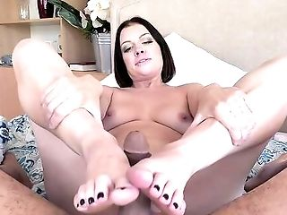 Foot Worship Enjoyments In Point Of View For The Tempting Teenager