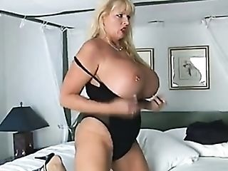 Chubby Chick In Lip Liner Takes Cum-shot On Booty