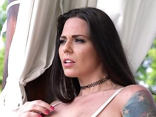 Simony Diamond Has An Amazing Bod And Likes To Have Fun With Hook-up Fucktoys
