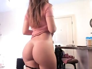 Sexy Gal Has A Jummy Phat Donk And Is Horny A Must See