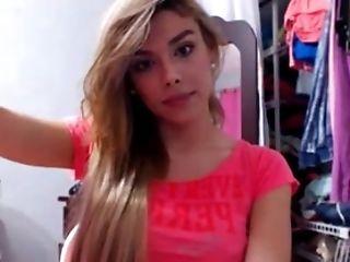 Travesti Kamila Se Masturbando-se Na Webcam