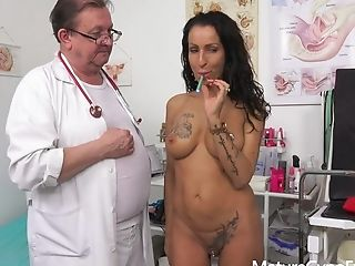 Perverse Gynecology Examination And Real Orgasm Of Arousing Mummy Valentina Sierra