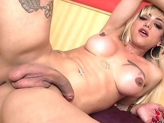 Auburn Shemale With Nice Forms Paty Alvarez Is So Into Wanking Herself