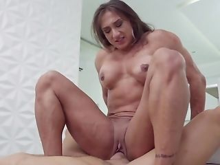 Muscled Spanish Chick Rails Dick Of Big Paramour And Groans Of Pleasure
