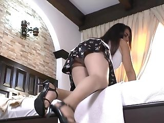 Matures Dark-haired Cougar Stunner Leslie A. Strips And Masturbates With Playthings