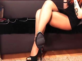 Very Lengthy Taunting From A Pantyhosed Princess