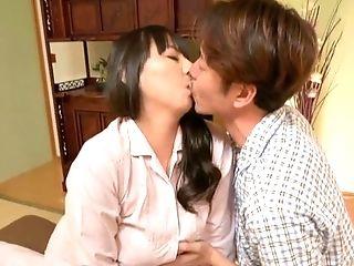 Japanese Honey Murakami Ryouko Spreads Her Gams To Be Penetrated
