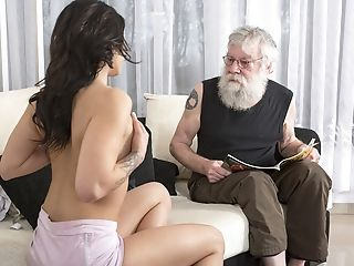 Old Youthfull Porno Sexy Nubile Fucked By Old Man On The Couch