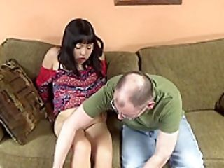 Tourist Gets To Be Sucked Off By The Dark-haired Asian