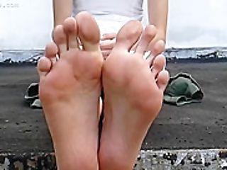 Paula Lengthy Toes