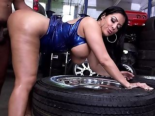 Mummy Gets Naked In The Garage So The Mechanic Could Stick It Inwards