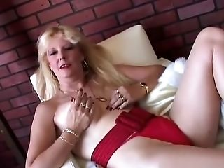 Saucy South African Old Spunker Loves To Fuck Her Raw Labia