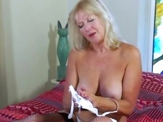 Eropemature Cougar Blonde Playing Alone With Fuck Stick