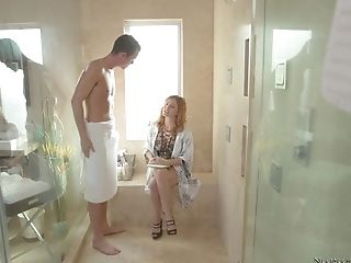 Krissy Lynn Shares A Big Fat Prick And Jizm With Loni Legend In The Bath