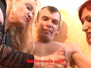 Notgeile Oma Macht Dreier Mit Swapper Paar - Sexfreunde.com