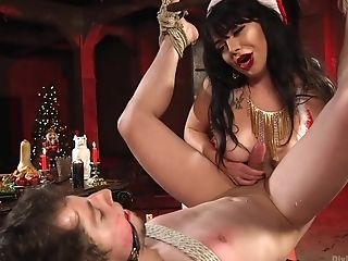 Siouxsie Q Wished To Ger A Fabulous Male Sub For Christmas